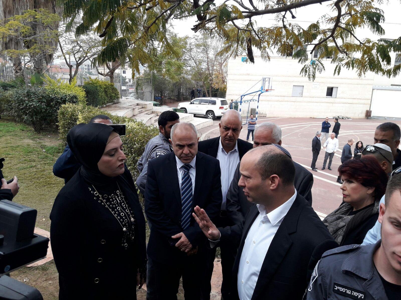 الوزير بينت في زيارة تفقدية لمدرسة جلجولية بعد جريمة العنف التي حصلت بالامس