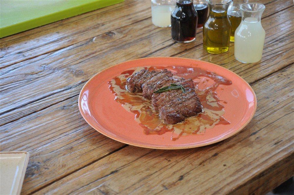طبق اليوم ع الطاولة مع تشرين : ستيك سنتا العجل بالطحينة والسيلان