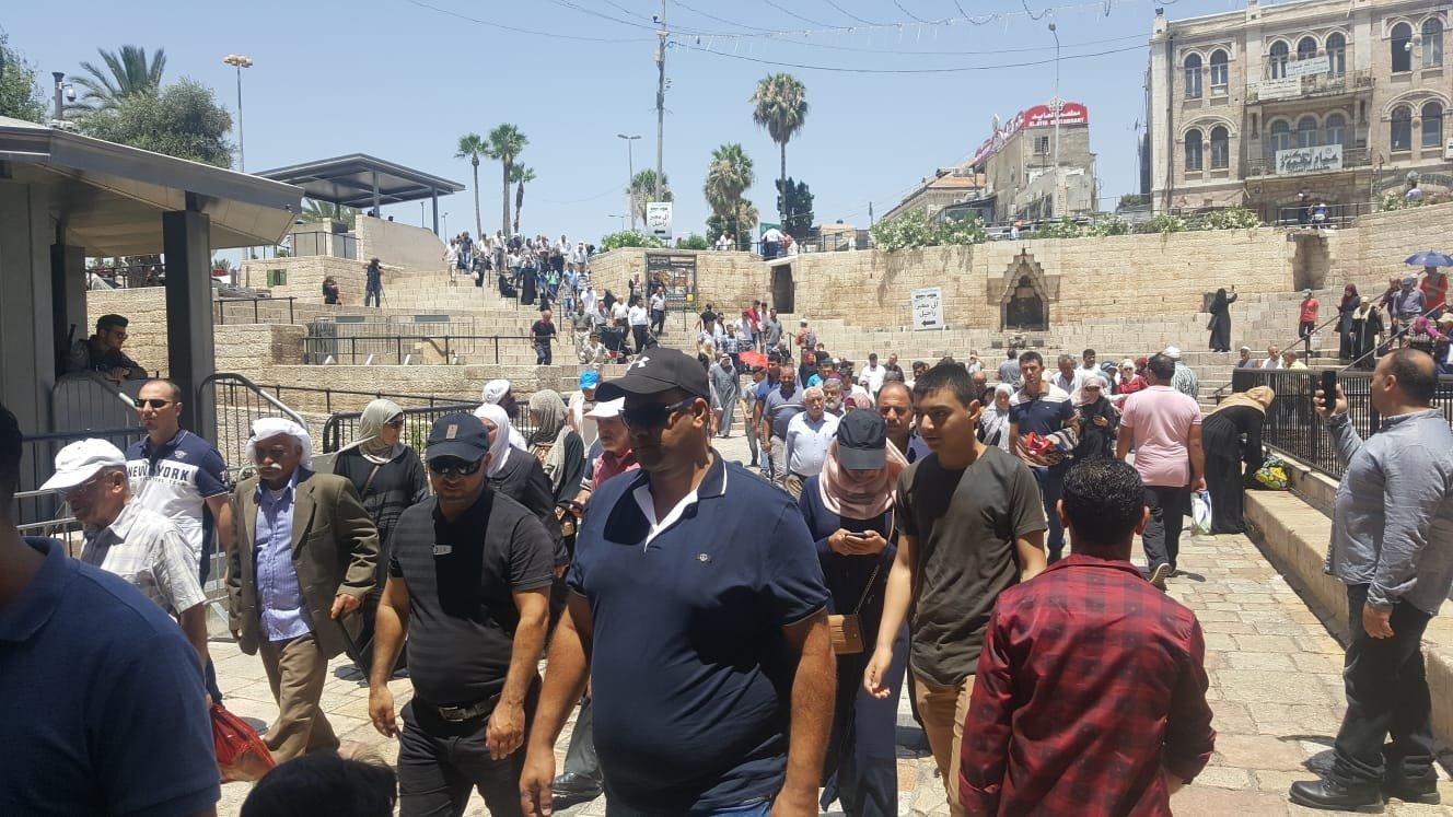 نحو 300 ألف شخص يصلون الجمعة في المسجد الأقصى