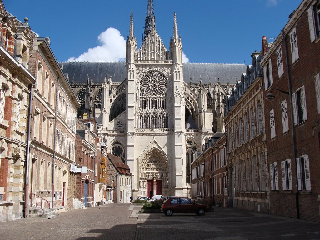 8 مدن فرنسية صغيرة للزيارة السياحية أثناء الإجازة القصيرة