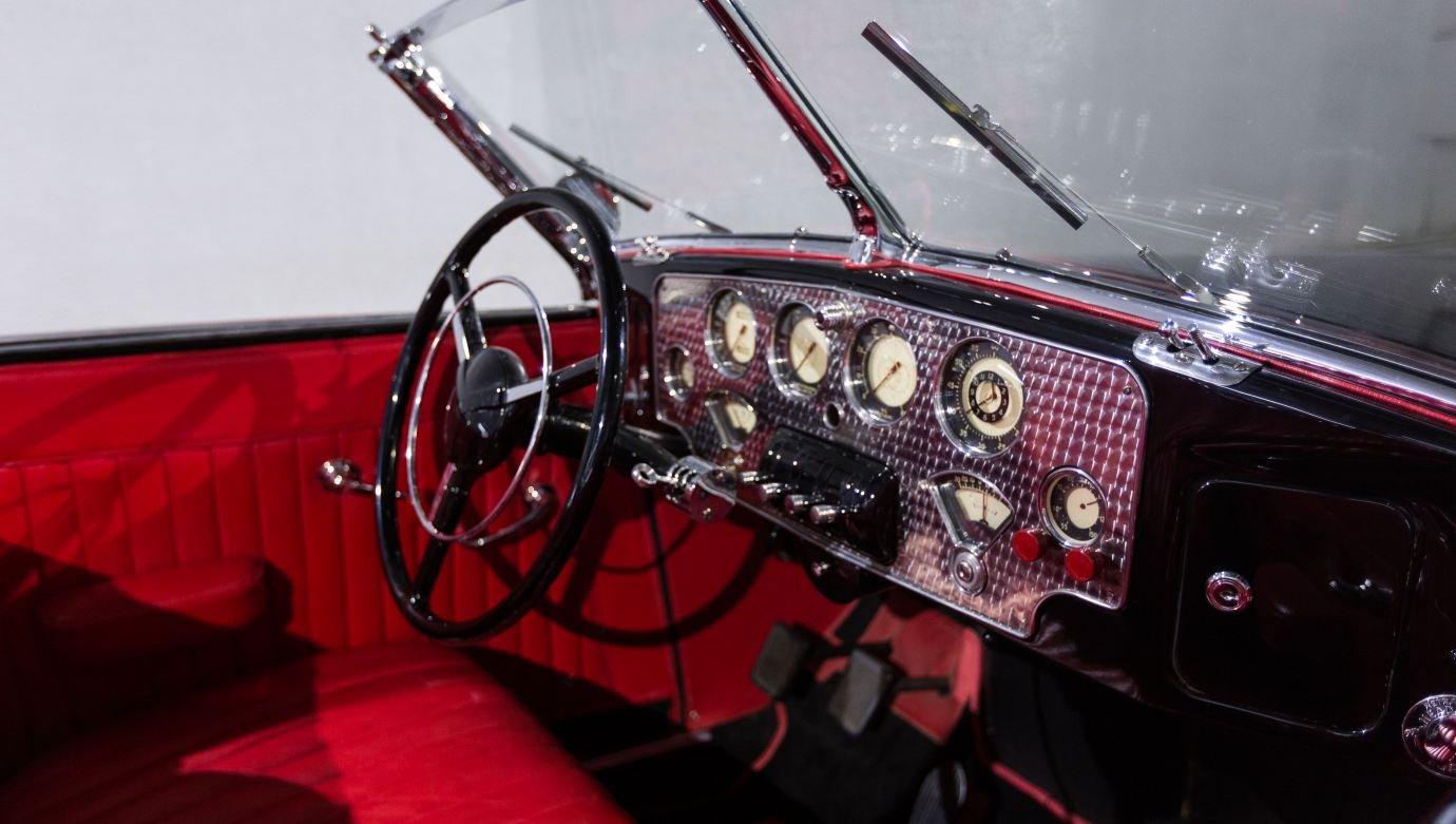 معرض جلف كونكورس بدبي يعرض سيارة كلاسيكية عمرها 81 عاماً وسارت ميلاً واحداً فقط