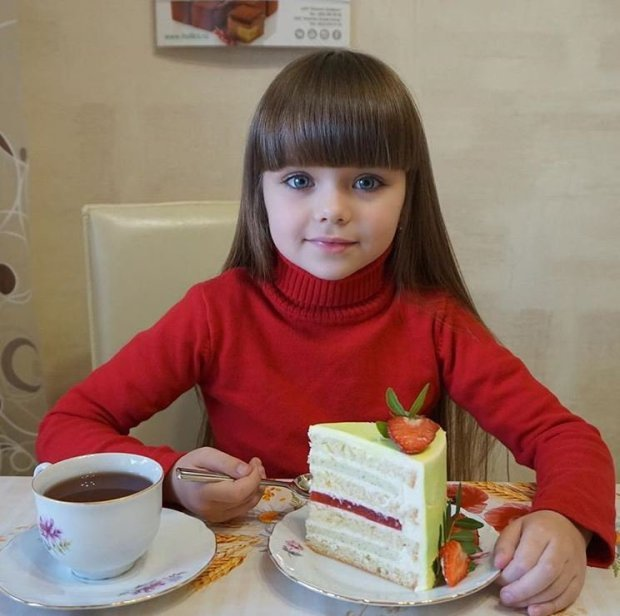 """شاهد واحكم.. الروسية """"آنا"""" أجمل طفلة في العالم"""