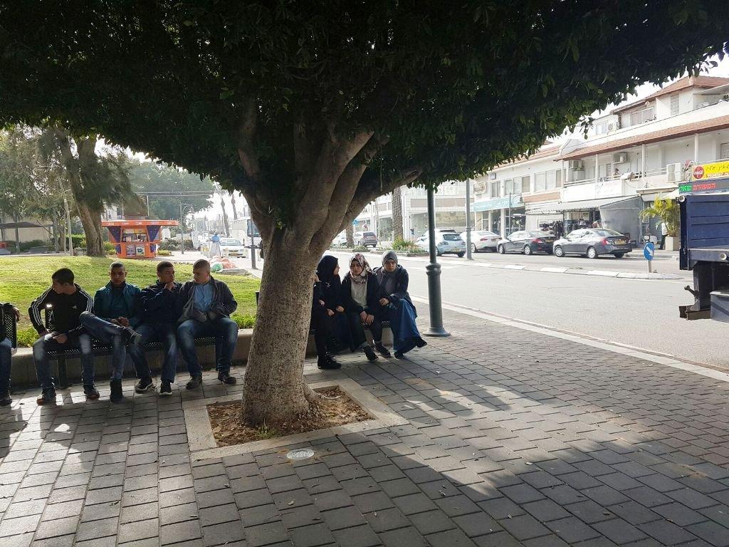 عدد من طلاب الثانوية الشاملة في كفر قاسم يحصلون على بطاقة الهوية