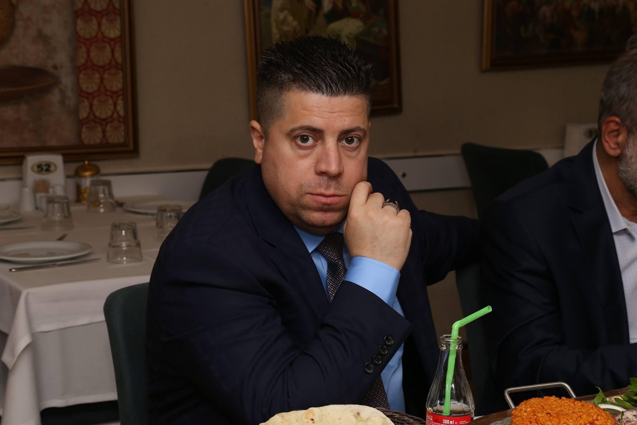 رجل اعمال ينصب نفسه رئيس سوريا المقبل ويشعل مواقع التواصل الاجتماعي