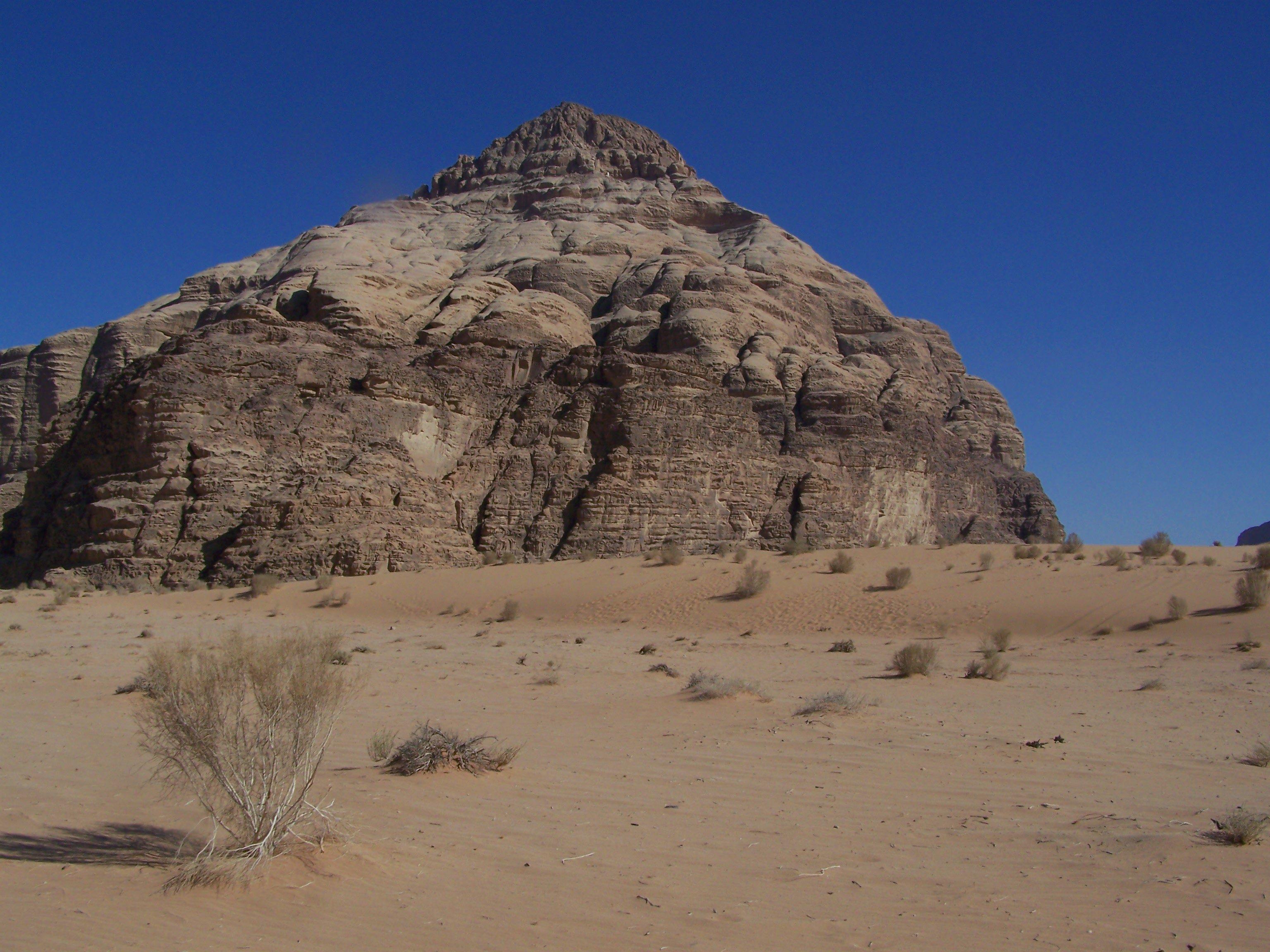 صحراء وادي رام.. عدّ نجوم وقهوة على الحطب