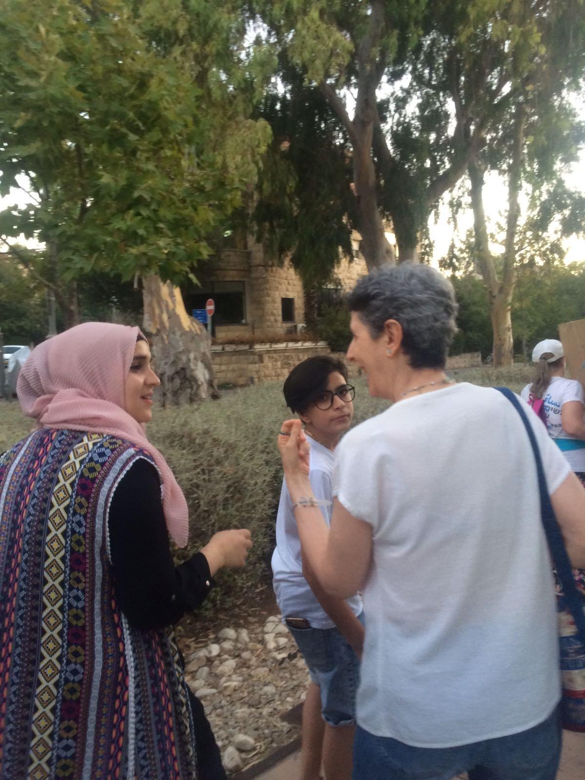 حركة نساء يصنعن السلام : نصلي من اجل وقف التصعيد وتدهور الاوضاع