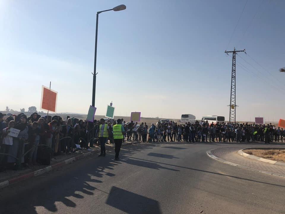 المئات من أهالي الزرنوق يطالبون بإقامة مدرسة ثانوية