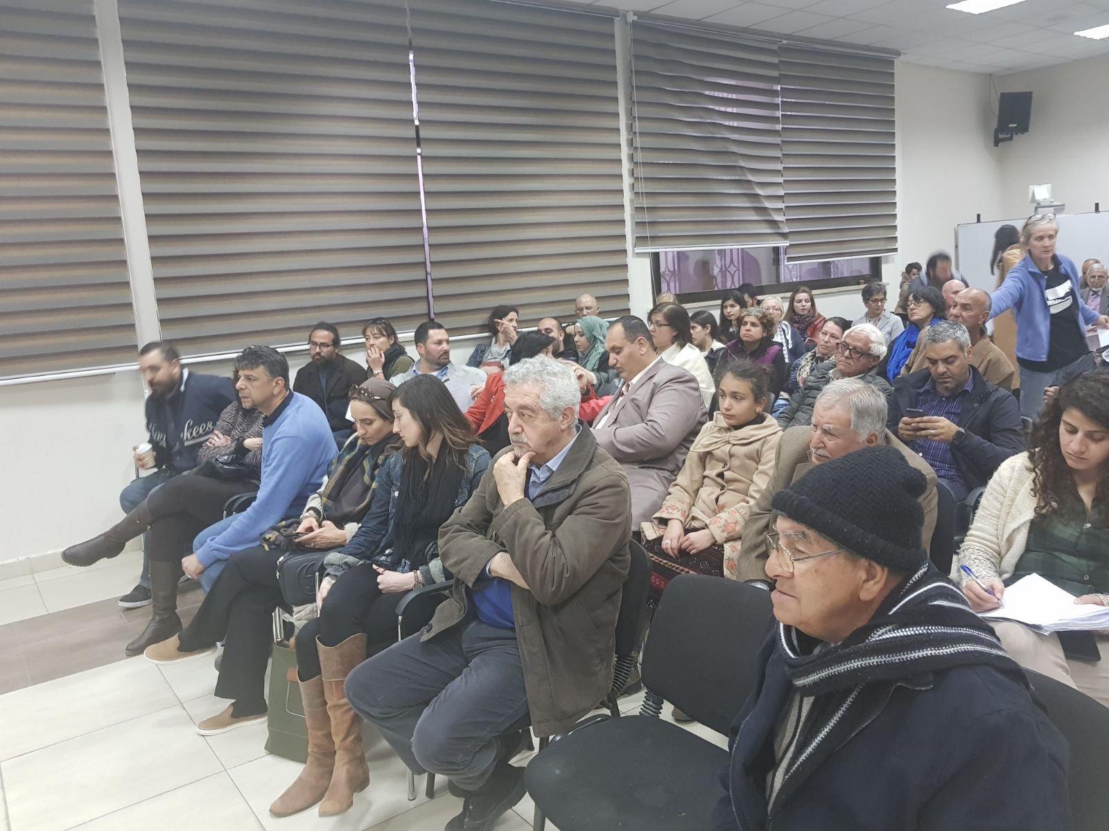 أسر فلسطينية مقيمة بشكل غير شرعي تبحث سبل الحصول على تأشيرات إقامة من إسرائيل