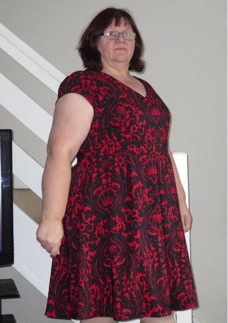 امرأة تحتفل بإنقاص وزنها بالقفز المظلي مع والدتها