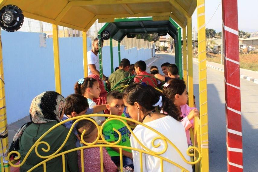قطار أبو السعيد يرسم البسمة على وجوه أطفال جنين في العيد