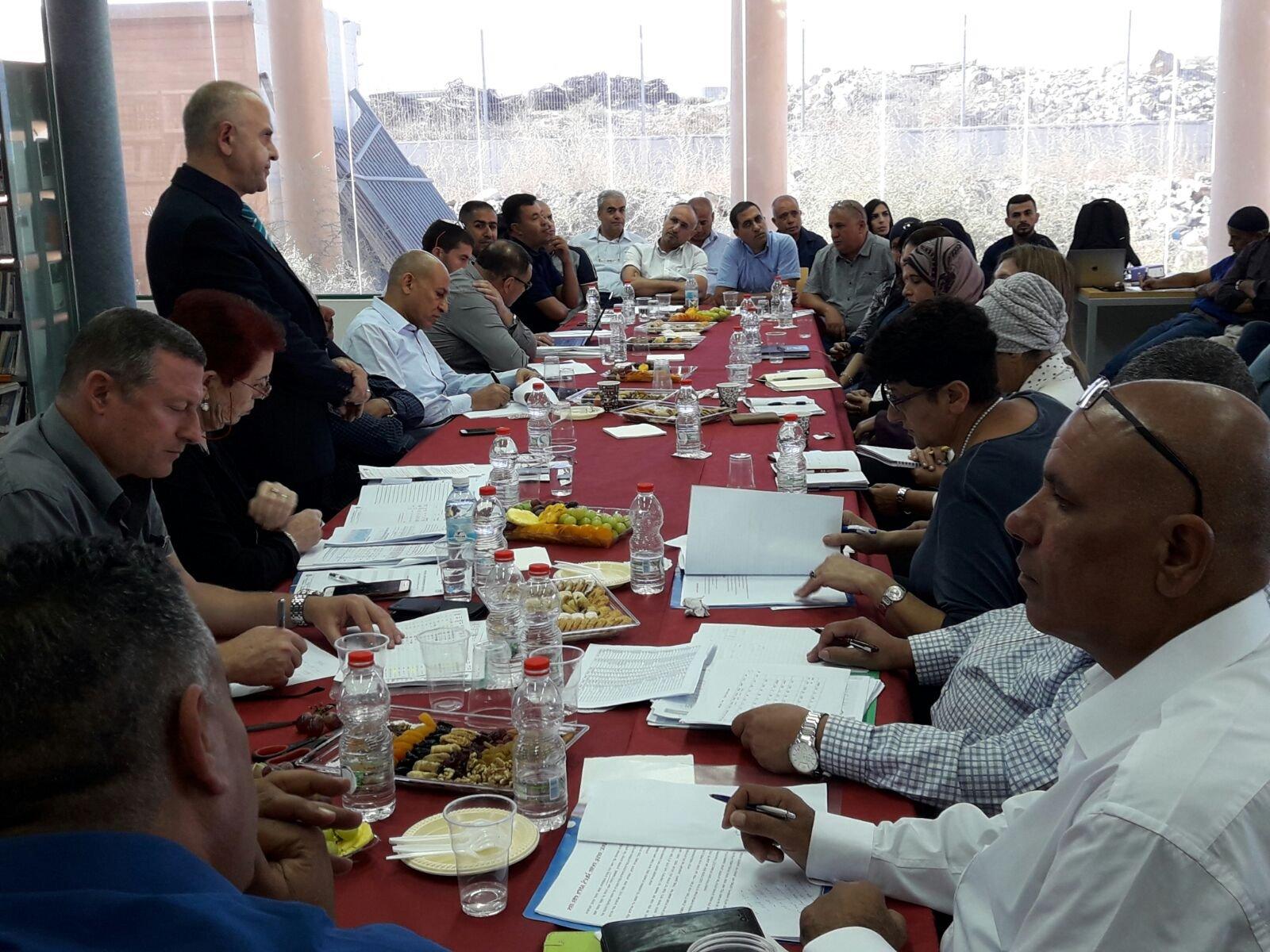 المدير العام للوزارة شموئيل أبواب في زيارة لجهاز التعليم البدوي في حوره .