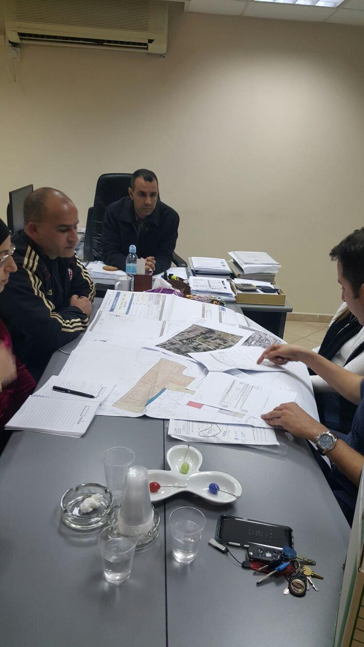 جلسة عمل مثمرة بين نائب رئيس بلدية عكا ولجنة اولياء امور الطلاب في مدرسة المنارة