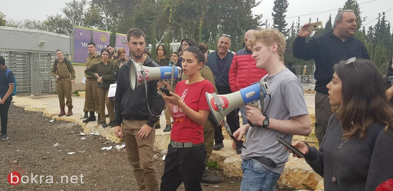 تل هشومير: وقفة للشبيبة الشيوعية ضد الخدمة العسكرية