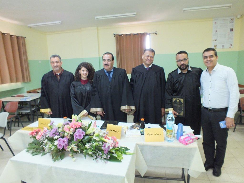 مناقشة مشاريع التخرج لطلبة جامعة القدس المفتوحة تخصص خدمة اجتماعية والمسجلين من قبل كلية غرناطة