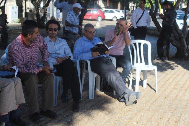 حضور واسع من القيادات العربية تضامنا مع اضراب الاسرى في خيمة الاعتصام في الناصرة