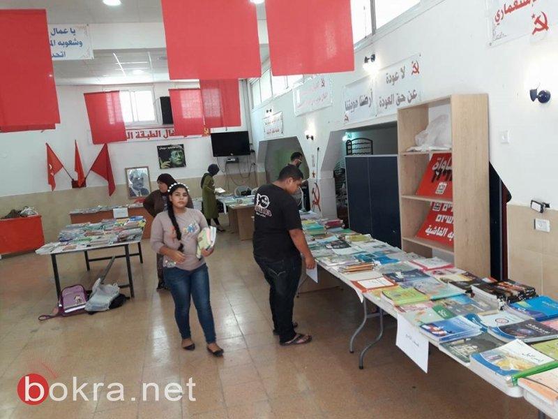 ام الفحم: اقبال واسع على معارض الكتب لمبادرون والشبيبة الشيوعية