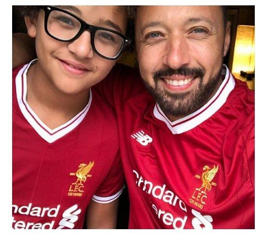 إبن أحمد فهمي يخطف الأضواء منه بجماله وجاذبيته