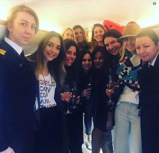 آخر صور لابنة الثري التركي وصديقاتها من داخل الطائرة قبل تحطمها