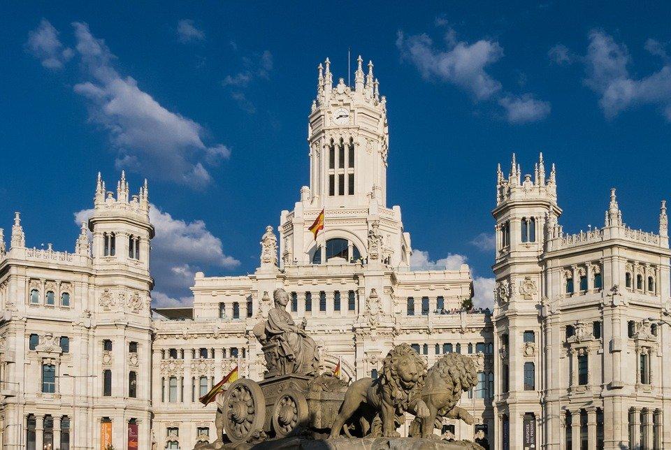 السفر إلى مدريد خلال مارس يجذب السائحين