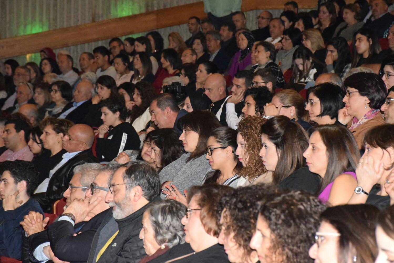 المئات يشاركون في أمسية بريق النجوم على شرف الحياة