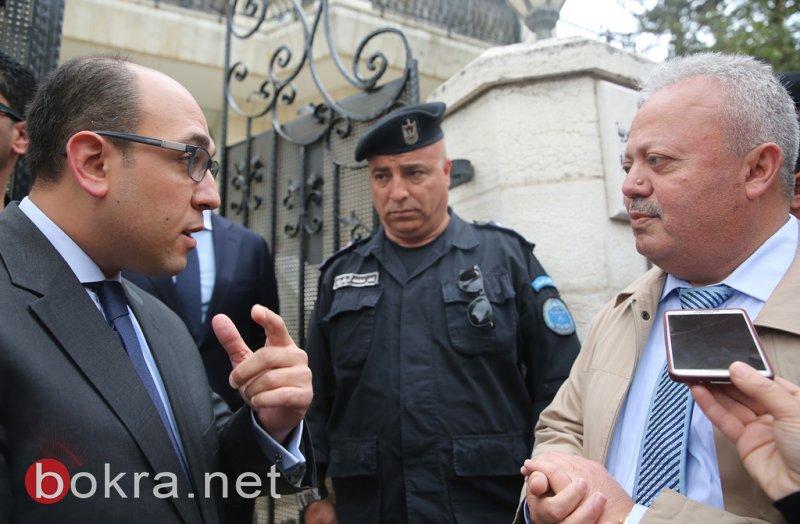 وقفة تضامنية أمام السفارة المصرية ضد التفجيرات الإرهابية برام الله