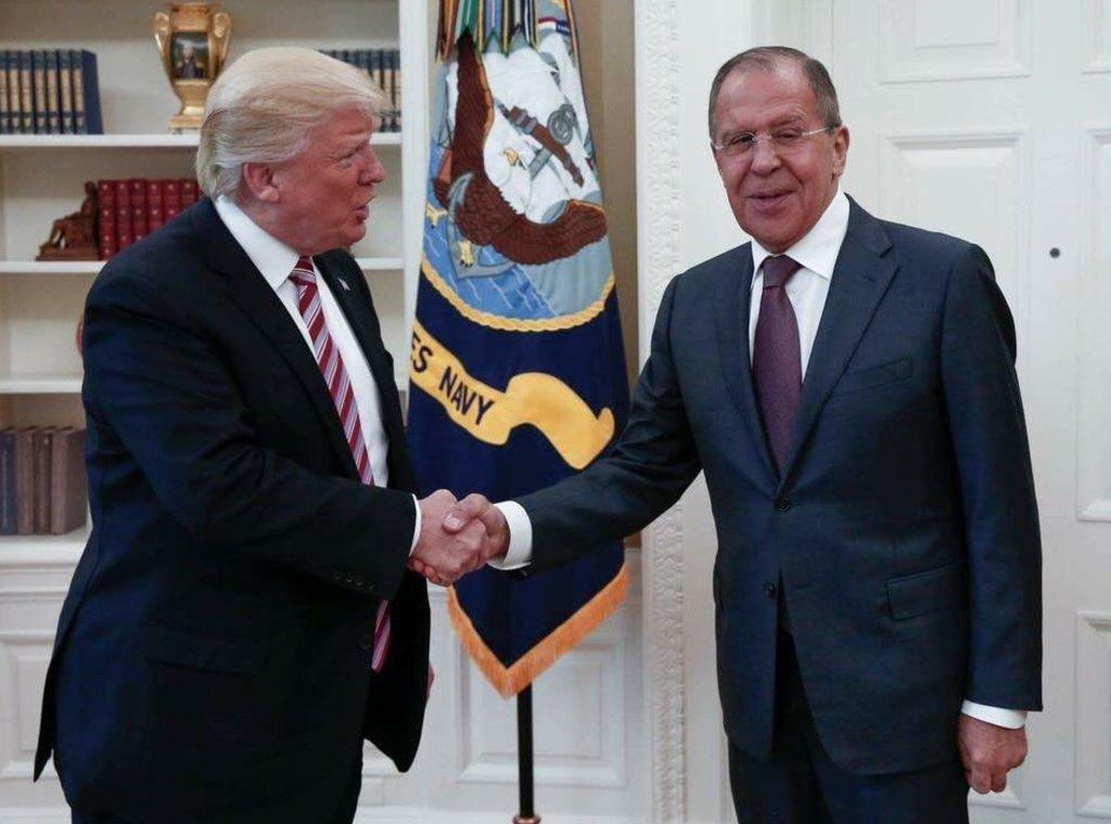 روسيا تنشر صوراً للقاء ترامب ولافروف.. والبيت الأبيض غاضب