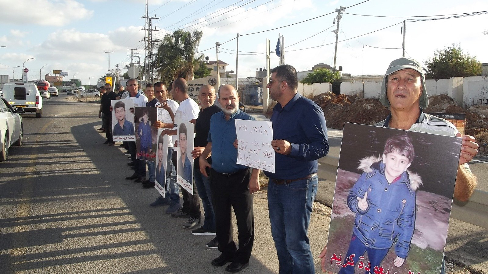 تظاهرة مطالبة الشرطة بالتحقيق بخطف الطفل من قلنسوة بجدية