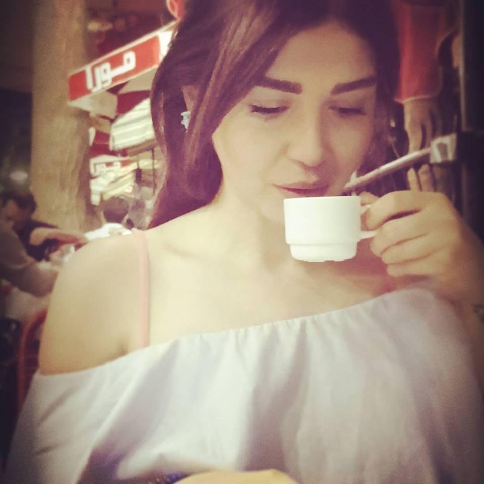 الممثلة السورية فداء الكبرا: منيح مو لابسة تياب داخلية!
