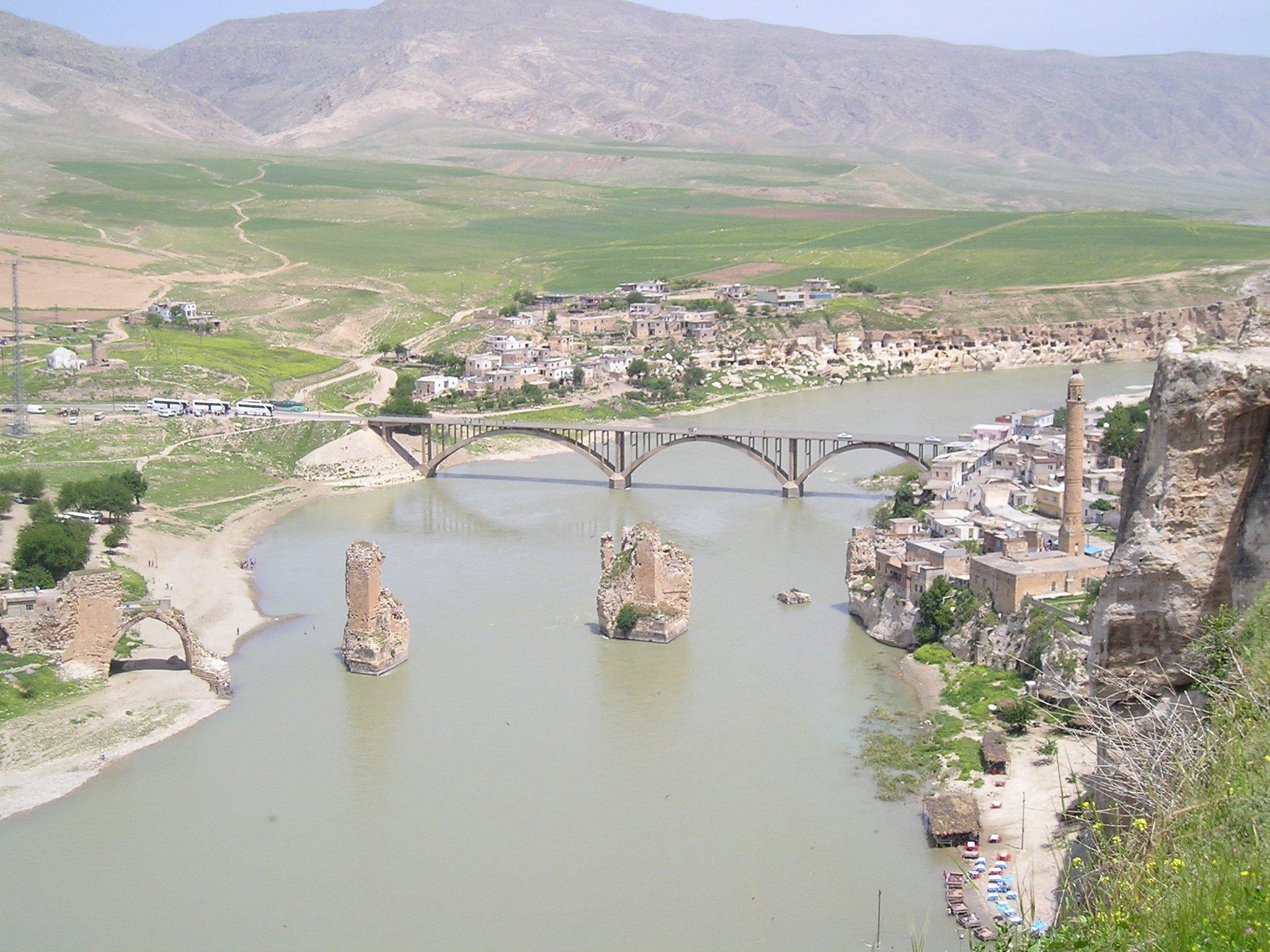 منطقة حسنكيف التركية تستضيف زوارها تحت الماء