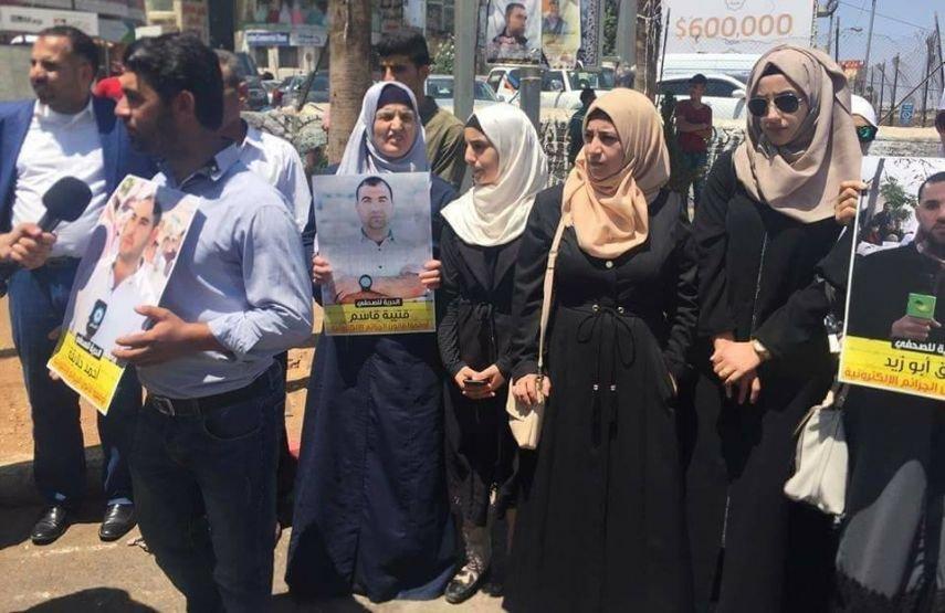 اعتصام برام الله رفضا لاعتقال السلطة للصحفيين