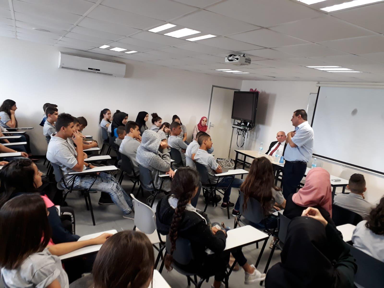 يوم الإعلام والسياسة في مدرسة غرناطة الثانوية
