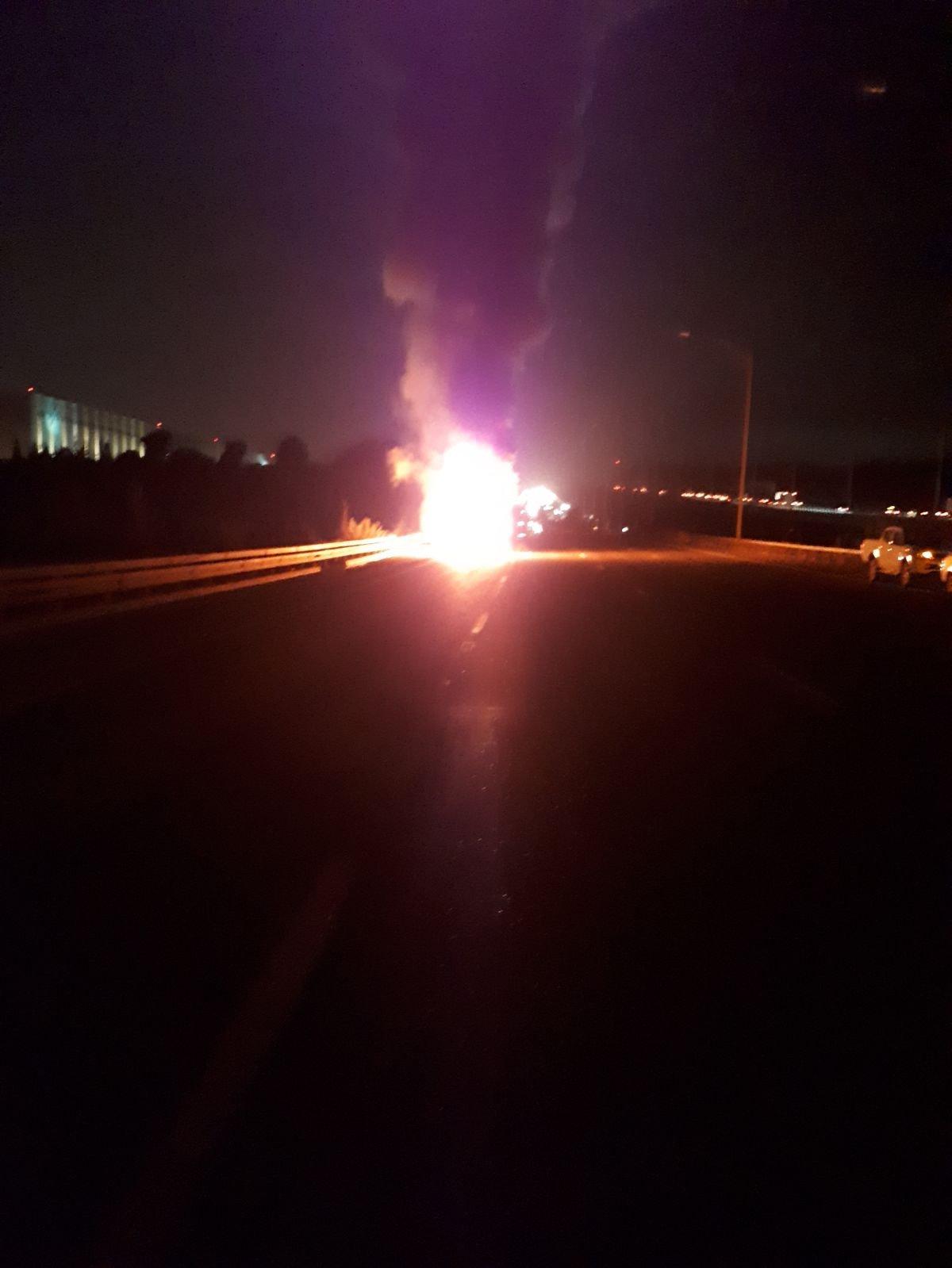 إغلاق شارع 6 باتجاه الجنوب بسبب احتراق شاحنة- صور