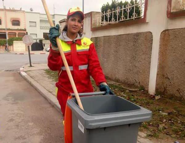 عاملة فاتنة من كنس الشوارع إلى ملكة جمال في المغرب!