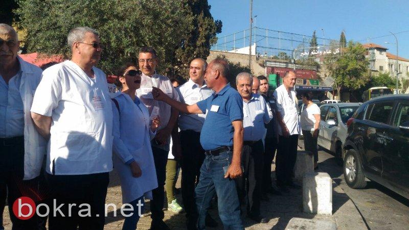 العشرات من الاطباء يتظاهرون في الناصرة مناهضة للتغذية القسرية للاسرى