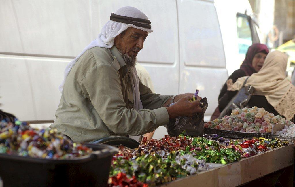 قلة الطلب على البضائع بأسواق الضفة أدى لانهيار أسعارها