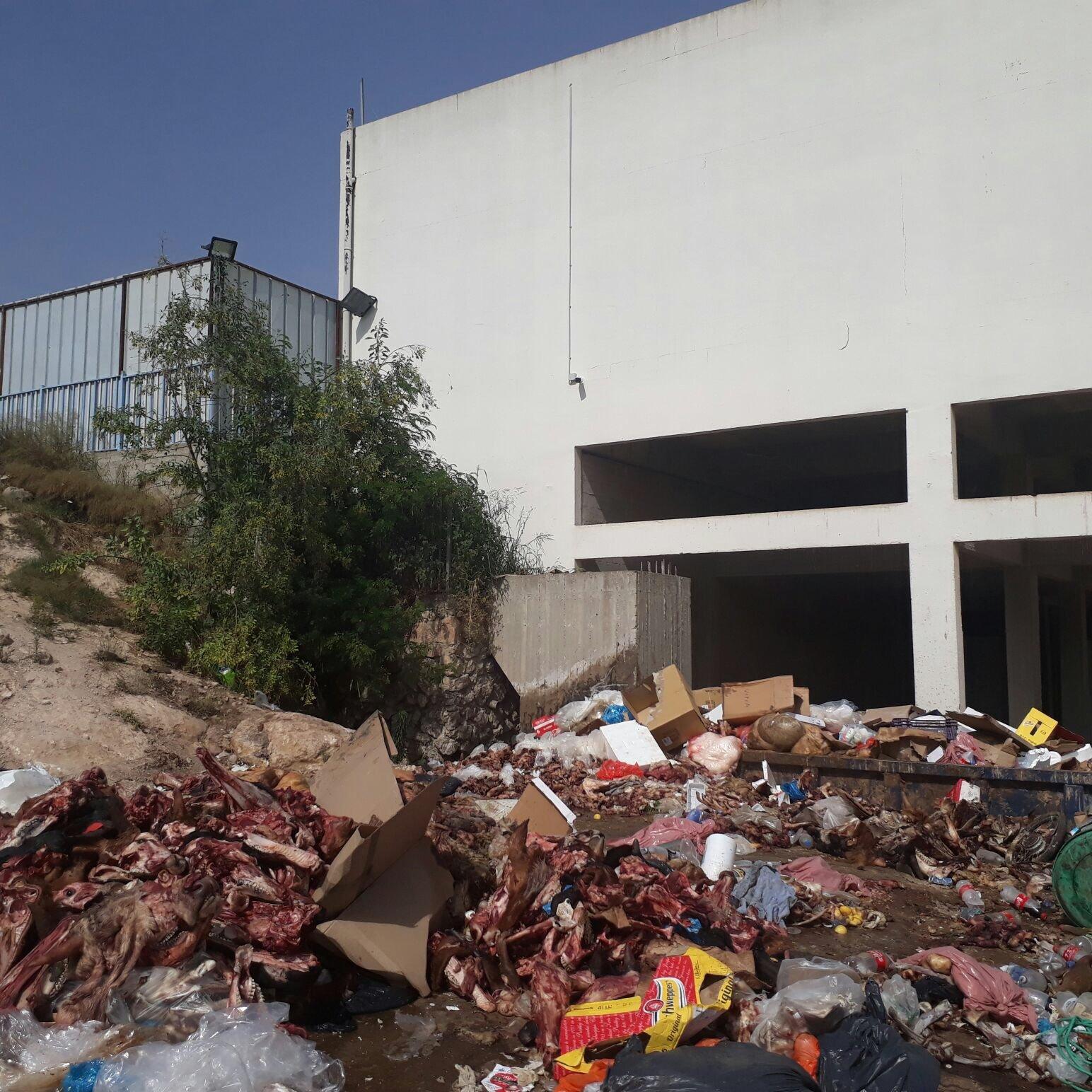 المركزيّة بحيفا تصدر قرارا يلزم بلدية شفاعمرو بتنظيف النفايات المتراكمة بجنب المسلخ البلدي