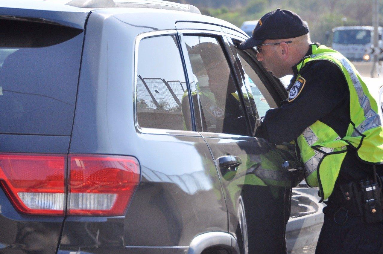 جسر الزرقا: القبض على سائق مسحوب الرخصة منتحلا هوية شقيقه