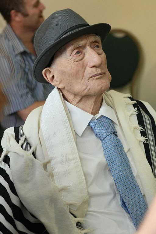 الموت يغيب أَضْخُمُ رجل معمر في العالم عن عمر 113 عاما في تل أبيـب