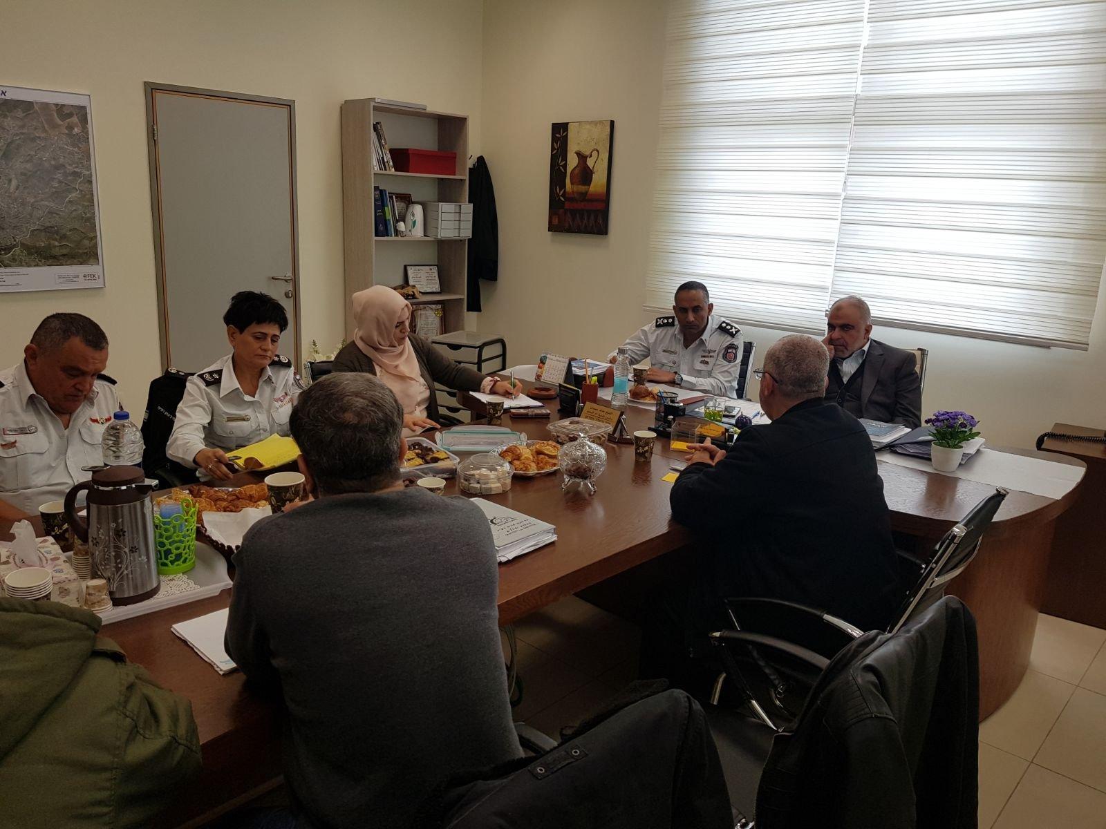 جلسة عمل بين رئيس بلدية ام الفحم الشيخ خالد حمدان وقائد سلة الاطفاء والانقاذ الجنرال ديدي سمحي