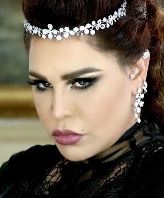 شابة عراقية نسخة طبق الأصل عن أحلام.. شاهدوا الشبه بينهما!