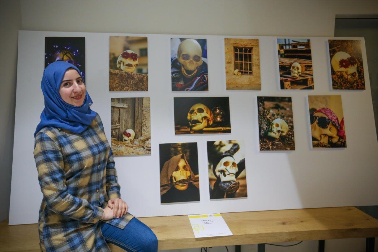 تنظيم معرض في التصوير الفوتوغرافي والافلام القصيرة لمجموعة نساء تمّ تأهيلهنّ في هذا المجال من قبل مركز ريان القدس
