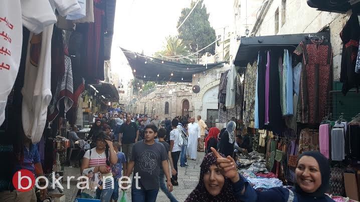 القدس: اعداد كبيرة من المصلين يزحفون الى الاقصى لاداء الصلوات فيه