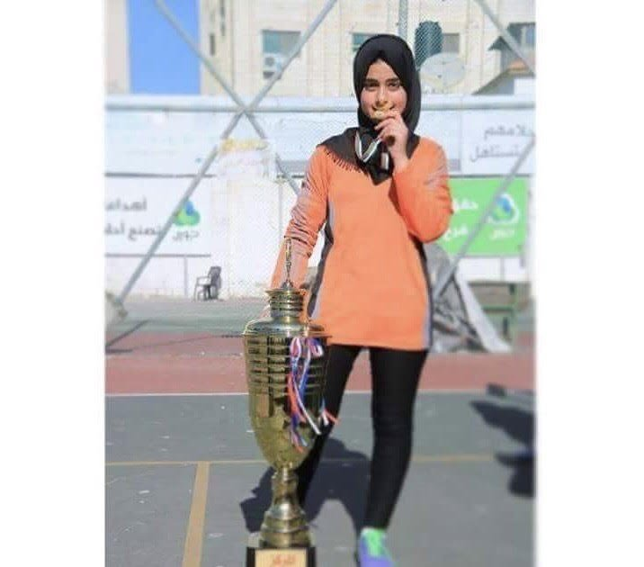 اسيل نوّاس من قطاع غزّة تشقّ طريقها نحو العالمية بكرة القدم