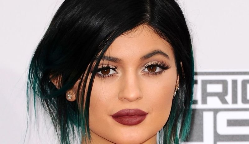 كايلي جينر تتعرض للسخرية بسبب لون شعرها الجديد.. هل أعجبكم؟