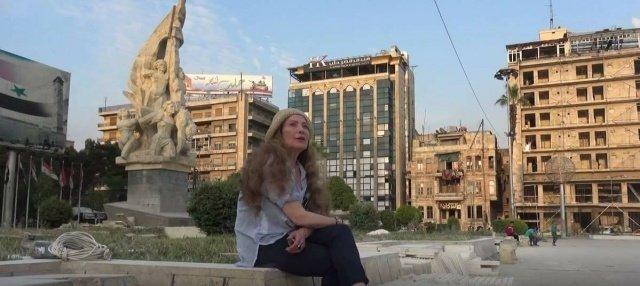 رغدة تقص شعرها وسط ساحة في حلب!