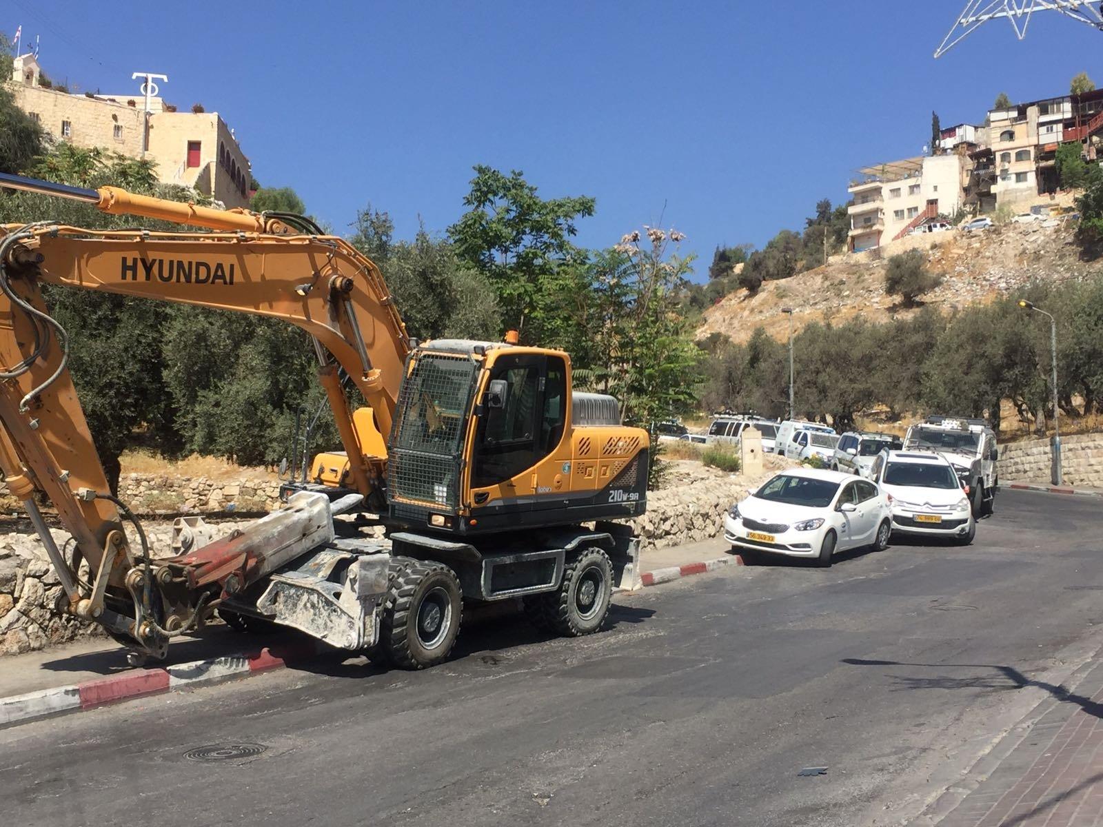 بلدية القدس تهدم بنايتين في العيسوية وسلوان