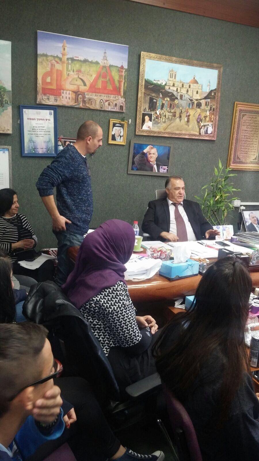 مدير وطلاب ومعلمي مدرسة الجليل على اسم خالد سليمان يلتقون رئيس بلدية الناصرة