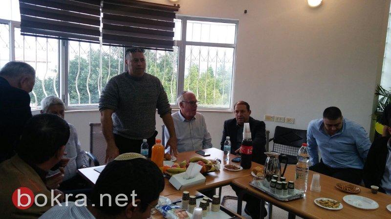 وزير الزراعة أرييل يزور الشبلي أم الغنم ويجتمع بالمسؤولين من المنطقة لبحث قضية انتشار داء الكلب
