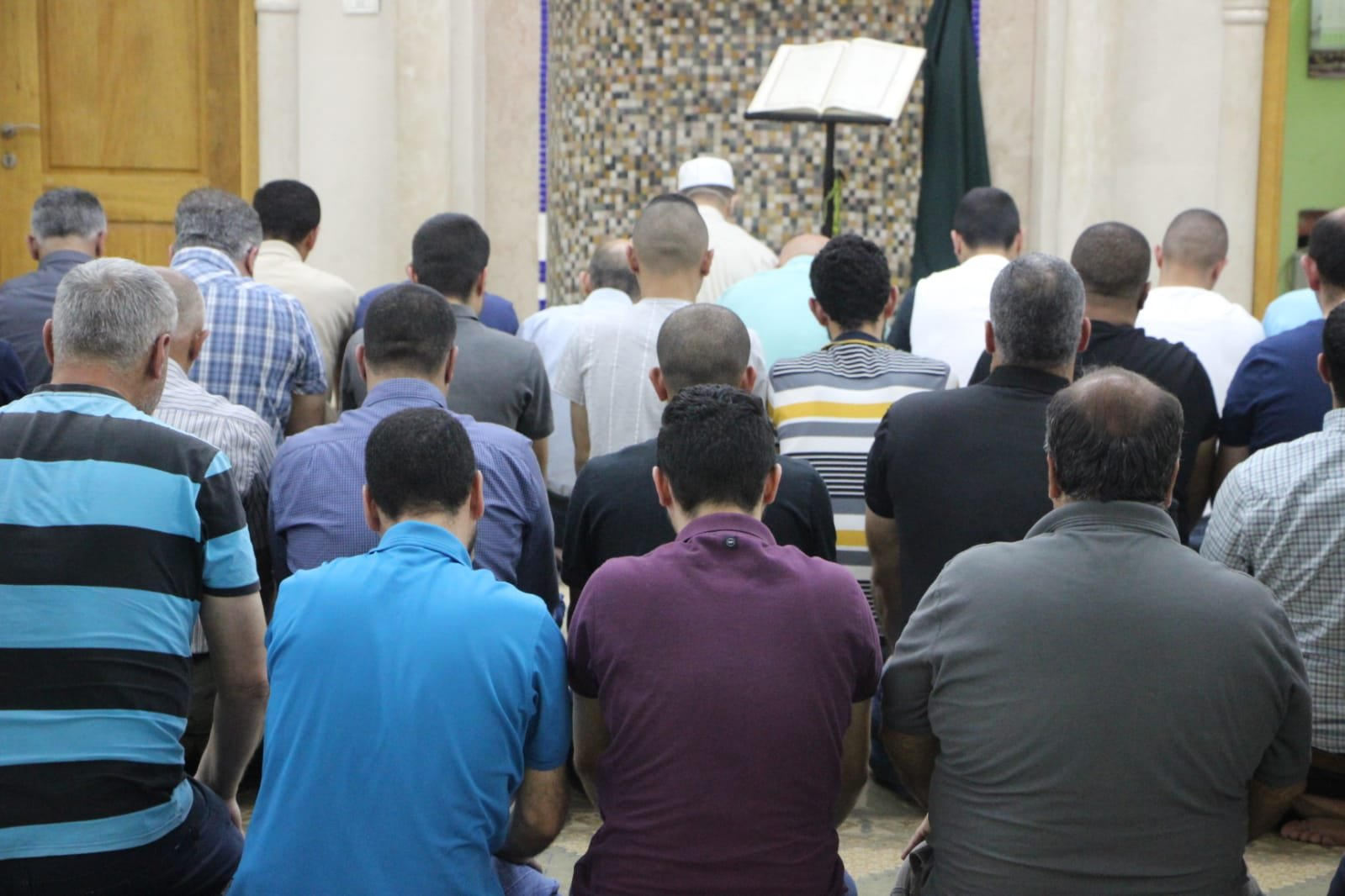 فحماويّون يؤدون صلاة التراويح الاولى بمسجد الفاروق