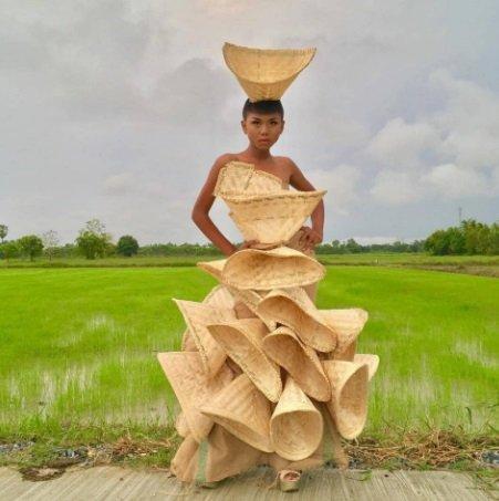 مصممة ازياء تايلاندية لا تستخدم القماش لصنع أزيائها